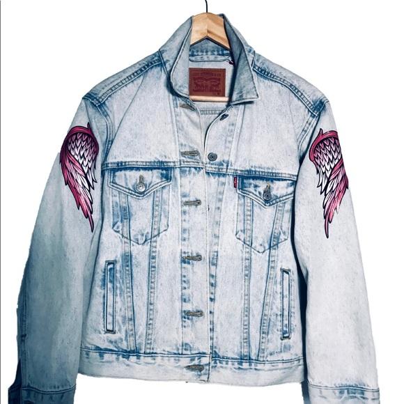 Light wash Levi's boyfriend trucker denim jacket